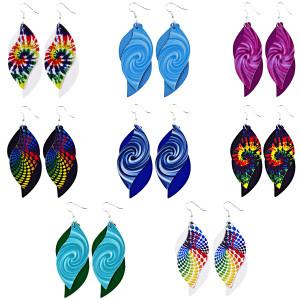 Doppellagige spiralförmige Batik-Ohrringe aus Leder