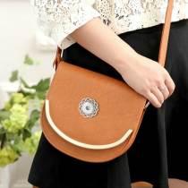 Sac femme sac de messager rétro sauvage simple grand sac à bandoulière en métal C de style collège mini sac adapté à des morceaux de 18 mm
