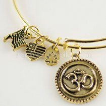 Om Charm Bangle-Creation • Unité • Vérité