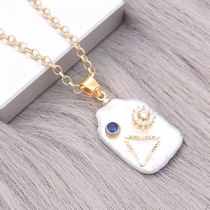 Natural pearl pendant comes with cute golden accessories009