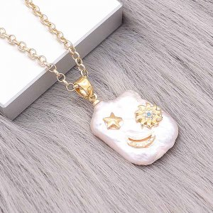 Natural pearl pendant comes with cute golden accessories012