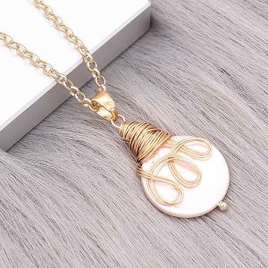Natural pearl pendant comes with cute golden accessories003