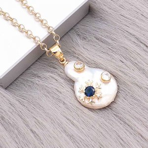 Natural pearl pendant comes with cute golden accessories011