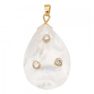 Natural pearl pendant comes with cute golden accessories005
