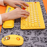 4pcs Wireless Keyboard Mouse Combo with Mouse Pad Hand Rest for Mac/Win/Andriod