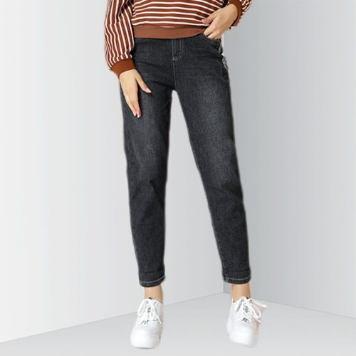 EBECKY Women's Jeans Simple Loose Denim Basics High Waist The various accessories in the picture are for shooting and are not included in the sold