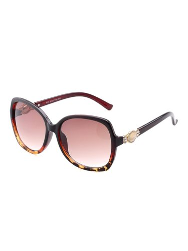 Multi Color Rhinestone Elegant Spectacle Frame: PCEyeglass: PCSpecifications:Eyeglass: 59*49 W*H mmNose Bridge: 17 mmTemple: 138 mmFrame Width: 139