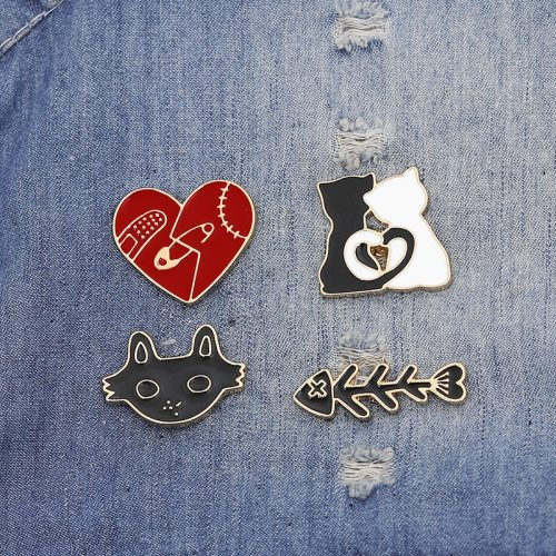 1 Piece Women's Pin Exquisite Cartoon Lovely Stylish Brooch Character Letter Sweet