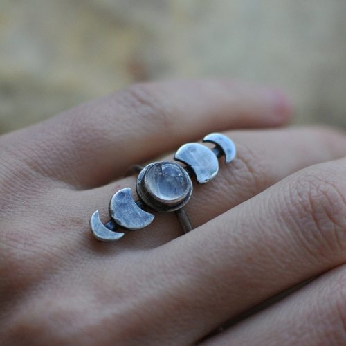 Women's Fashion Ring Retro Moon Ring Decoration Fine Accessory Top Fashion Metal Decoration Geometric