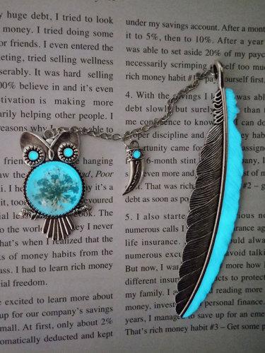 1Pc Bookmark Luminous Light Vintage Owl Feather Shape Size:107*45*1cm