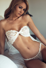 White Lace Strapless Three-points Bikini Lingerie Set YQ-073