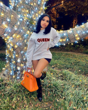 Long Sleeve QUEEN Letter Printed Casual Round Neck Pullover T-shirt MLF-3521