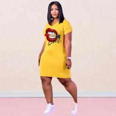 Plus Size Lip Print V Neck Short Sleeve Mini Dress YHDF-60037
