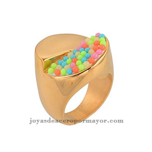 anillos de perlas con colores por encima de acero inoxidable
