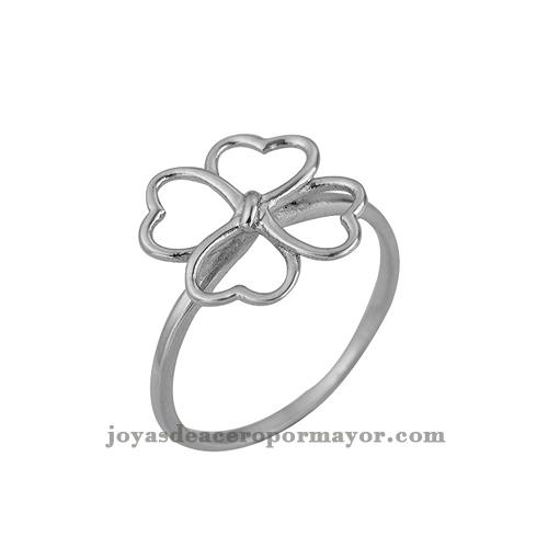 anillos plateado con la figura de cuatros hojas