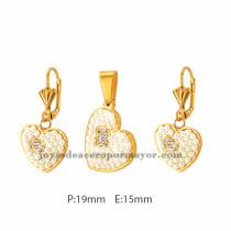 Conjunto dorado con dije en forma de coraz¨®n elaborado con perlas blancas y un osito en diamantitos