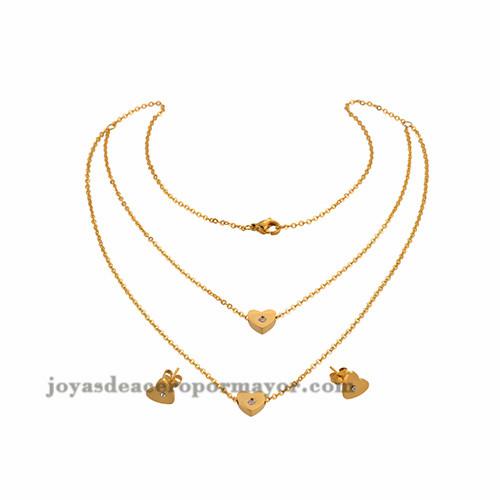 Collar y aretes dorados en forma de corazon y cristal SSNEG48674