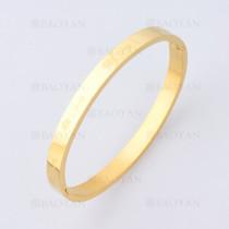 pulsera con trebol en acero de dorado -SSBTG1225227