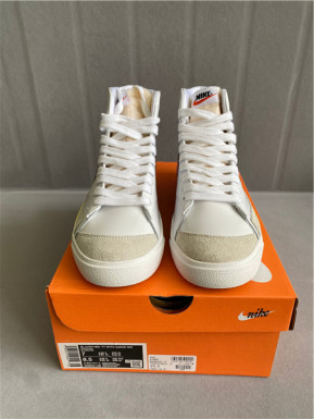 Authentic Nike Blazer Mid '77 VNTG White