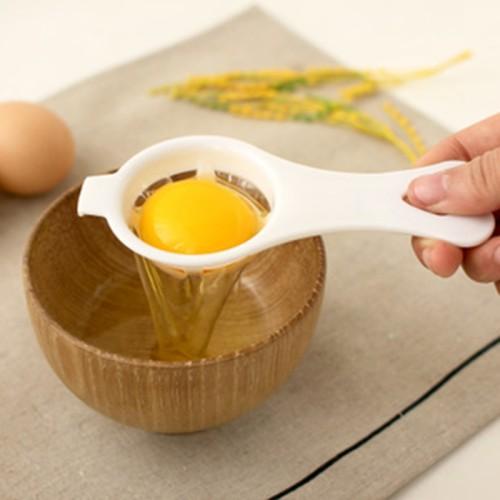 Friendly handle egg divider tool for breakfast egg separator mini gadgets plastic filter sieve cook egg holder food utensils