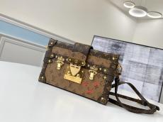 louis Vuitton/LV monogram petite malle elegant crossbody shoulder bag phonebag gold hardware equipped with detachable and adjustable shoulder strap