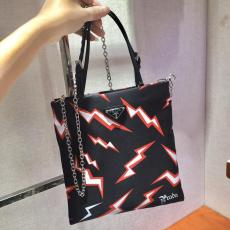 1BA252 Prada female lightning-printing zipper small tote crossbody bag