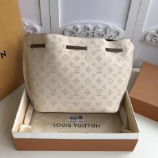 M54401 Louis Vuitton/LV female girolate plain drawstring tassel bucket bag capacious internal space for daily use