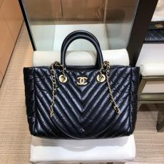 Chanel A057974 stylish lightweight chevron-quilted zipper shopping totee bag outdoor holiday traveling bag