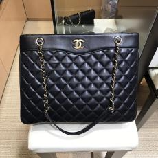 Chanel A57030 quilted lightweight open shopping tote bag outdoor holiday traveling  luggage gorgeous shoulder bag