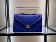 Chanel chevron-quilted feminine vintage messenger bag classic flap bag chain-strap crossbody satchel bag double size