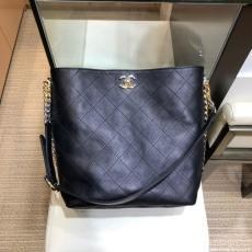 Chanel As0414 quilted solid vintage hobo handbag versatile shoulder bag with signature Double-C twist fastener