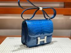Hermes constance 18cm smartphone crossbody shoulder bag purely-handmade female piece In alligator leather and gold hardware