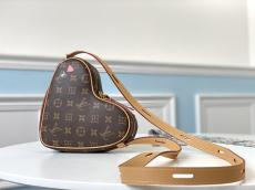 M45149 Louis Vuitton/LV vintage love- heart-shape saddle crossbody bag in monogram canvas