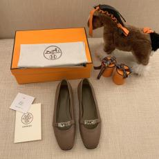 Hermes female casual purely handstitched flap ballet shoe ballerina toe shoes with distinct branded turn-lock