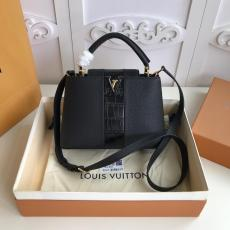 M42259 Louis Vuitton/LV Capucines BB handbag feminine mixed-material shopping tote bag double-compartment travelling holiday bag perfectly present  lady's gorgeous casual look