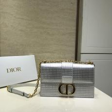 Dior classic 30 Montaigne vintage flap messenger crossbody bag with removable and adjustable strap and illustrious hardware