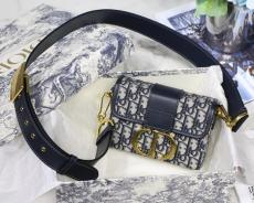 Dior 30 Montaigne Mini  vintage messenger crossbody bag petite makeup male with detachable shoulder strap and antique gold hardware