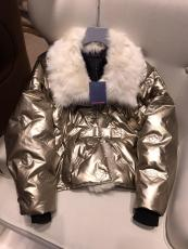 Louis vuitton/LV female windproof down coat with removable fox fur collar women's tight fur parka essential winter fur jacket outerwear with waisted belt at chest