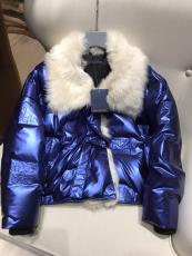 Louis vuitton/LV female waterproof down coat with removable fox fur collar women's tight fur parka essential winter fur jacket outerwear with waisted belt at chest