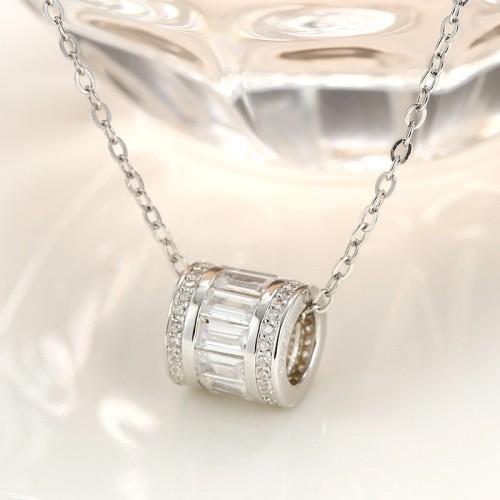 silver round pendant 646