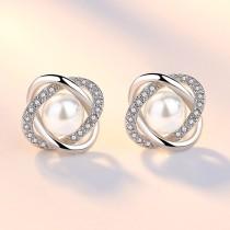 pearl earring 94