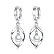 Rotate pearl earring WHE83