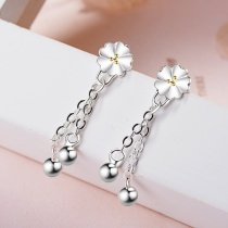 Flower earring 551