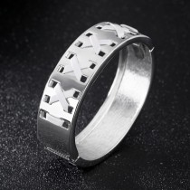 Wide version of hollow bangle gb0617531b
