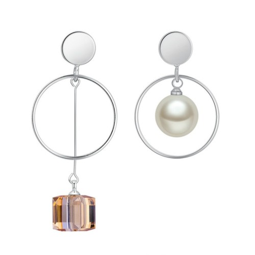 Square asymmetrical earrings