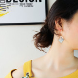 Simple Fashion New Letter D Pearl Oysters Ear Stud Female All-match Cool Geometric Stainless Steel Earrings Wholesale Gb581