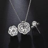 Plum Blossom Ear Stud Earrings AAA Zircon Inlaid Pearl Earrings Korean Fashion Jewelry Qxwe640