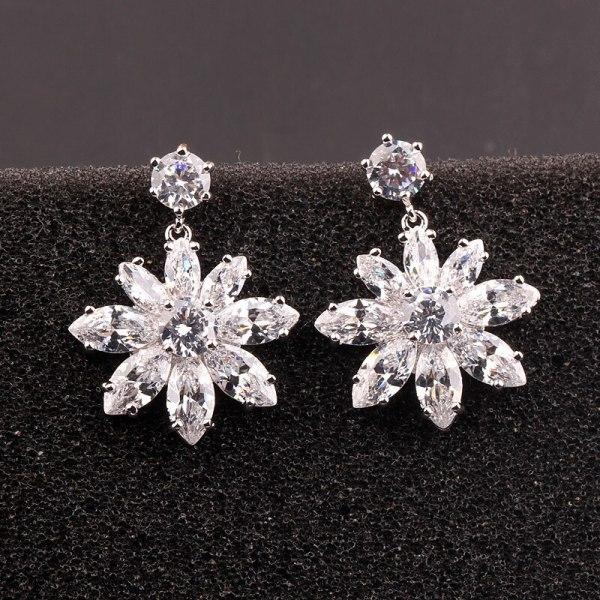 Wholesale Copper and Zircon Stud Earrings 925 Sterling Silver Ear Pin Korean-Style Zircon Earrings Pendant Earrings Qxwe844