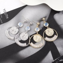 European Retro Creative Personalized Earrings Ladies Irregular round Queen Head Seal Earrings Small Jewelry 140316