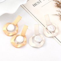 European Creative Earrings Exaggerated Fashion Personality Irregular Geometric Metal Stud Earrings Women's Pearl Earrings 140447
